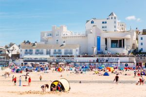 The beach at St Ives, with the Tate gallery beyond.